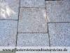 """VARIANTE NR. 2 - NEU MITTELKORN - """"Antikplatten"""", """"Gredplatten"""", """"Krustenplatten"""", veraltete Platten (NUR BEISPIEL - AUF DEM FOTO ALS TROCKEN), Platten nicht nur für den Garten- und Landschaftsbau, Gehwegplatten, Abdeckplatten, Polygonalplatten, Terrassenplatten, rustikale Platten, frostbeständiger Granit aus Polen, Unikat aus Naturstein"""