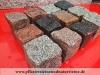 Rustikale Granit-Pflastersteine 7/9cm (gesägt-gespalten), MIX von bunten (rot, schwarz, grau, gelblig) Pflastersteinen aus schwedischem und polnischem Granit, Granit-Würfel, Natursteinpflaster, Pflastersteine aus Polen und Schweden, Pflastersteine direkt vom Hersteller... Auf dem Foto befinden sich nasse Steine, deswegen ist die Farbintensität unterschiedlich