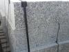 Granit-Mauersteine / Naturstein-Mauer / Granit-Mauer (grau, Mittelkorn). Zwei Flächen - gespalten, vier Flächen – gesägt (Granit-Mauersteine aus Polen), Mauersteine für eine Natursteinmauer, Polengranit / Wasserbausteine