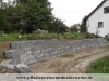 Granit-Mauersteine aus Polen - NOCH EINE BAUSTELLE/ Naturstein-Mauer / Granit-Mauer / Wasserbausteine, grau, Mittelkorn, gesägt-gespalten (Granit-Mauersteine aus Polen) - Foto von unseren Kunden, Mauersteine für eine Natursteinmauer, Polengranit, preisgünstige Mauersteine und Wasserbausteine