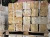 Sandstein-Mauersteine / Naturstein-Mauer / Sandstein-Mauer (grau-gelb). Zwei Flächen - gesägt, vier Flächen – gespalten (Sandstein-Mauersteine aus Polen), Mauersteine für eine Natursteinmauer, Polensandstein / Wasserbausteine