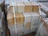 Sandstein-Mauersteine / Naturstein-Mauer / Sandstein-Mauer (grau-gelb). vier Flächen - gesägt, zwei Flächen – gespalten (Sandstein-Mauersteine aus Polen), Mauersteine für eine Natursteinmauer, Polensandstein / Wasserbausteine