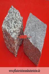 Granit-Pflastersteine - Granit-Würfel, Natursteinpflaster, allseitig gespalten, grau, Mittelkorn (rechts) und Feinkorn (links), nass, (Pflastersteine aus polnischem Granit... Natursteine aus Polen), Pflastersteine aus Polen, Pflastersteine aus Schweden, Naturstein aus Polen und Schweden, Granit-Pflaster aus Polen, preisgünstige Pflastersteine, preisgünstige Natursteine aus Polen.