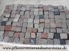 SCHWEDISCH-POLNISCHE PFLASTERSTEINE -MISCHUNG - Eine BUNTE Mischung von Pflastersteinen 7/9 cm aus skandinavischen Natursteinen (roter Bohus, grauer Bohus, roter Vanga, roter Tranas, schwarzer Schwede, Scandia) und einen polnischen, grauen Granit. Dieser Mix von Granit-Pflastersteinen besteht aus Würfel, die teilweise gesägt, gespalten und manchmal geflammt sind. Auf dem Foto befinden sich nasse Steine, deswegen ist die Farbintensität unterschiedlich. Ein sehr attraktiver Preis…
