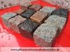 SKANDINAVISCH-POLNISCHE PFLASTERSTEINE -MISCHUNG - Eine BUNTE Mischung von Pflastersteinen 7/9 cm aus skandinavischen Natursteinen (roter Bohus, grauer Bohus, roter Vanga, roter Tranas, schwarzer Schwede, Scandia) und einen polnischen, grauen Granit. Dieser Mix von Granit-Pflastersteinen besteht aus Würfel, die teilweise gesägt, gespalten und manchmal geflammt sind. Auf dem Foto befinden sich nasse Steine, deswegen ist die Farbintensität unterschiedlich. Ein sehr attraktiver Preis…