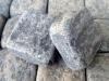 Antik Pflastersteine / Antikpflaster - Pflastersteine aus Gabro, gesägt-gespalten (Pflastersteine mit zufälligen Mengen von gesägten und gespaltenen Flächen) und zusätzlich getrommelt, Natursteinpflastersteine (ein importiertes, ukrainisches Material, Farbe - dunkelgrau/schwarz, frostbeständig), Pflastersteine- gesägt-gespalten), Pflastersteine aus Polen, Pflastersteine aus Schweden, Naturstein aus Polen, Granit-Pflaster aus Polen