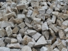 Unregelmäßige Mauersteine aus Sandstein, grau-gelb