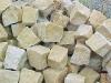 Sandstein-Pflastersteine, Sandstein-Würfel, Natursteinpflaster (grau-gelb, alle Seiten gespalten)..., Sandstein-Pflastersteine aus Polen, Naturstein aus Polen, Pflastersteine aus Polen, Pflastersteine aus Schweden, Naturstein aus Polen, preisgünstige Pflastersteine, preisgünstige Natursteine aus Polen.