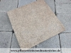 Gelb-graue Granit-Platten (unterschiedliche Formate und Stärken), Variante mit antikiesierten Kanten ODER mit normalen, geraden Kanten. Jede Platte ist ein Unikat. GRANIT aus POLEN, auf dem Foto befindet sich eine trockene Fläche.