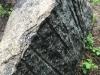 Steine Nr. 3 - Farbe / violet-rosa (gespalten), Maße: ca. 260x115x60-150 cm, Gewicht - ca. 8 Tonnen /Stck.